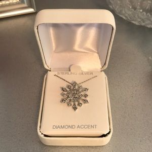 Jewelry - Sterling silver diamond necklace